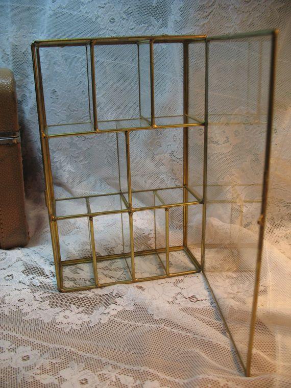 ancienne petite vitrine en verre et laiton par madokim. Black Bedroom Furniture Sets. Home Design Ideas