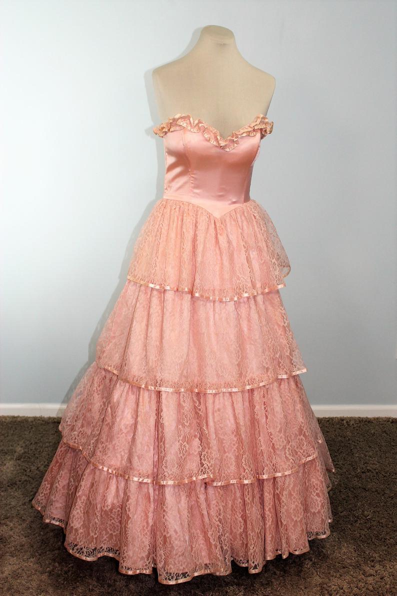 Gunne Sax Gown Southern Belle 1980 S Prom Dress Etsy In 2021 Retro Prom Dress 1980s Prom Dress 80s Prom Dress [ 1192 x 794 Pixel ]
