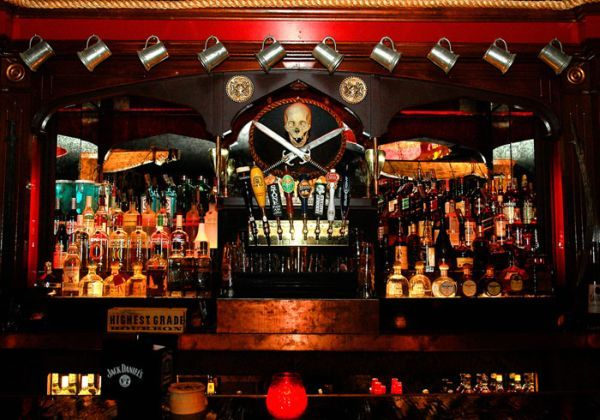 The Redwood Bar and Grill: Los Angeles, CA