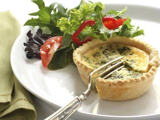Quiche Lorraine zählt zu den französischen Spezialitäten. Es gibt zahlreiche Variationen, aber das Original schmeckt noch immer am besten!