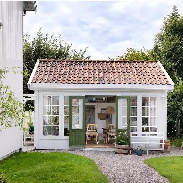 Pinterest Dekor Die 33 Trends Fur 2020 Homelisty In 2020 Backyard Cottage Backyard Sheds Backyard Office