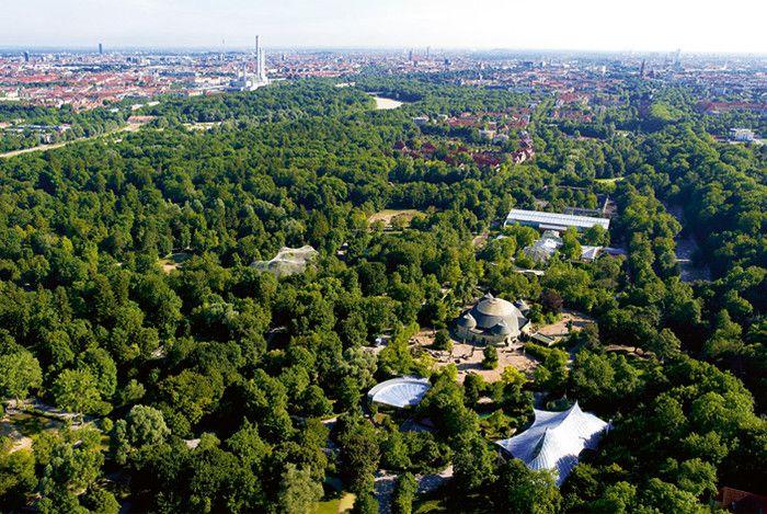 Tierpark Hellabrunn von oben. Er wurde 1911 gegründet.
