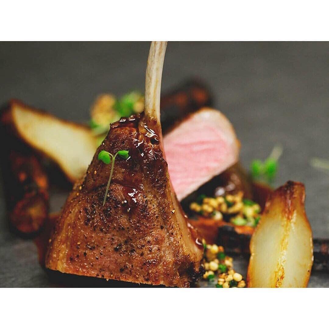 Sanglier topinambour salsifi quinoa soufflé et sauce aux cèpes. Allez suivre @poivrenoirtr xxxx by gabrielboutin