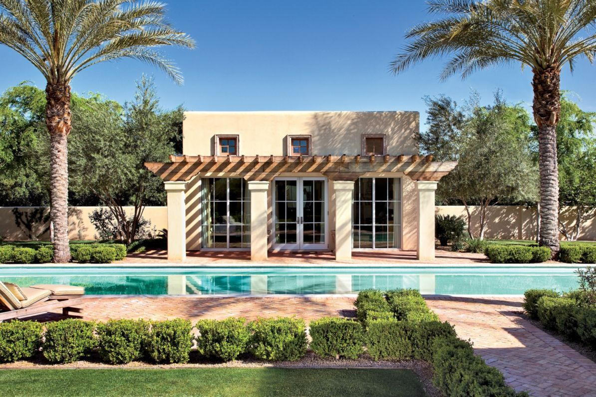 Traditional Spanish Style Pool House This Pool And Contemporary Guest House Are Part Of A More Traditional Spanis Pool Houses Spanish Style Homes Spanish Style Modern spanish backyard with pool