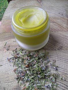El romero purifica y estimula la mente y el cuerpo, ya usado con este fin desde el antiguo Egipto, Grecia y Roma. Es utilizado desde la a...
