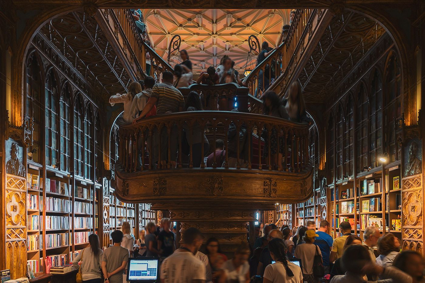 Livraria Lello - the bookstore which inspired Harry Potter #portugal #bookstore #harrypotter #livraria #porto #portwine #douro #vinhoverde #sunsetwithbubbles