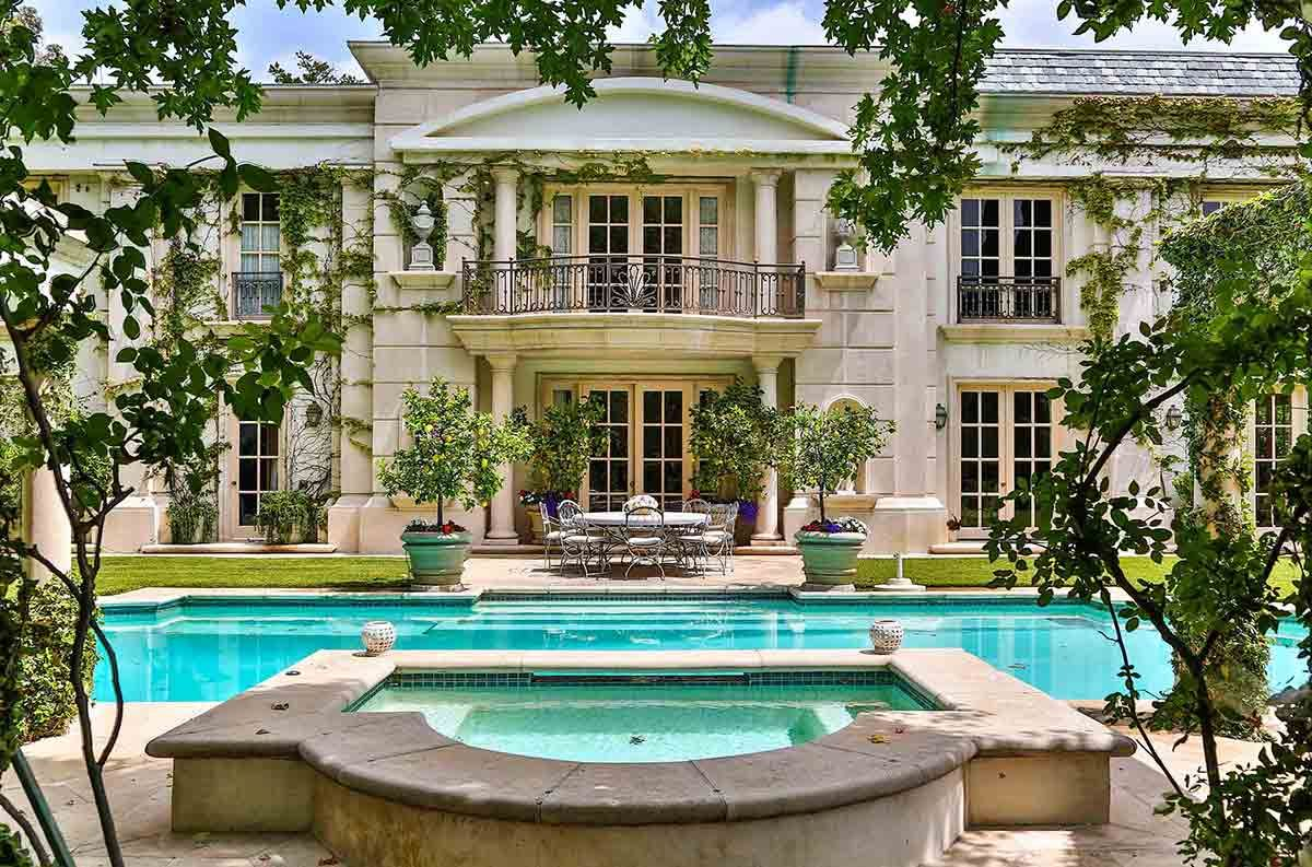 Neoclassical french mansion in beverly hills 9742 for Luxury houses in beverly hills