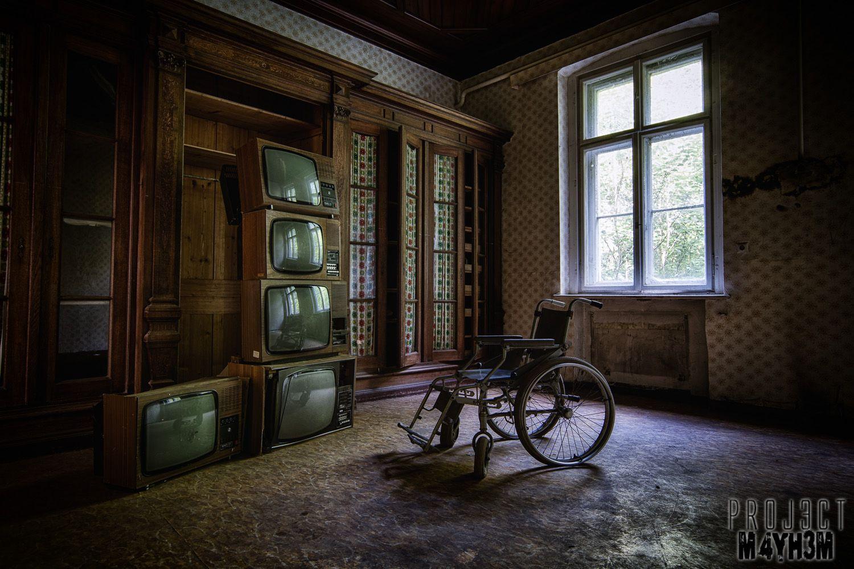 Krankenhaus von rollstühlen aka Hospital of Wheelchairs - The TV Room