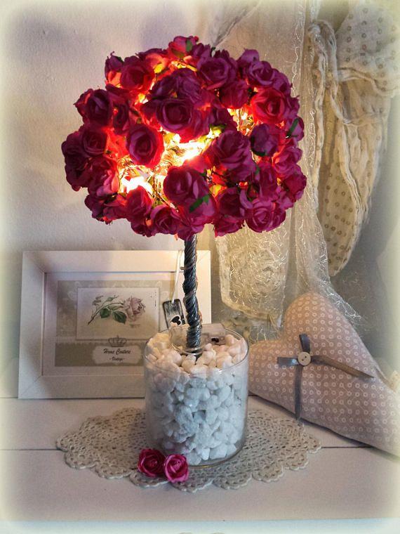 Rosen Deko -Baum im Landhaus / Shabby Chic Stil, Pink / Rosa mit LED-Licht. Tischdekoration