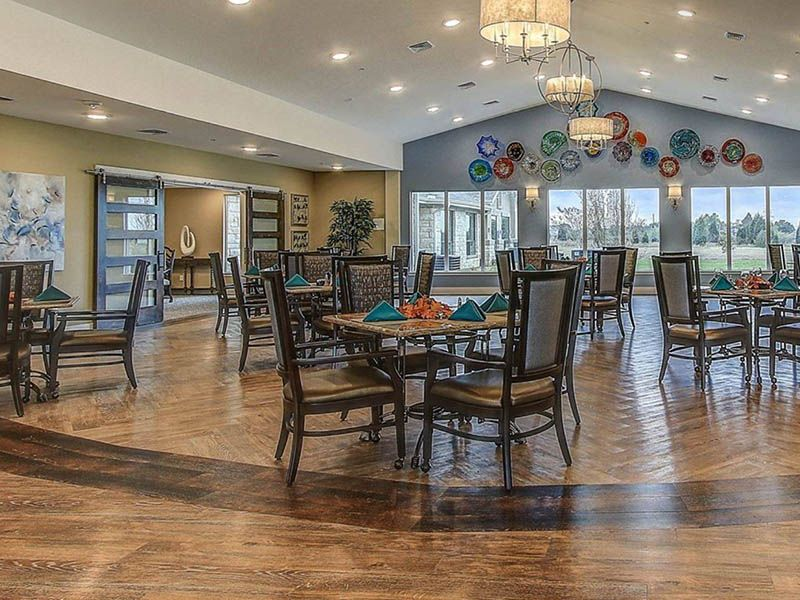 Long Creek Assisted Living And Memory Care In Sunnyvale Texas Is Gorgeous Just Look At This Beau Senior Living Apartments Beautiful Dining Rooms Senior Living