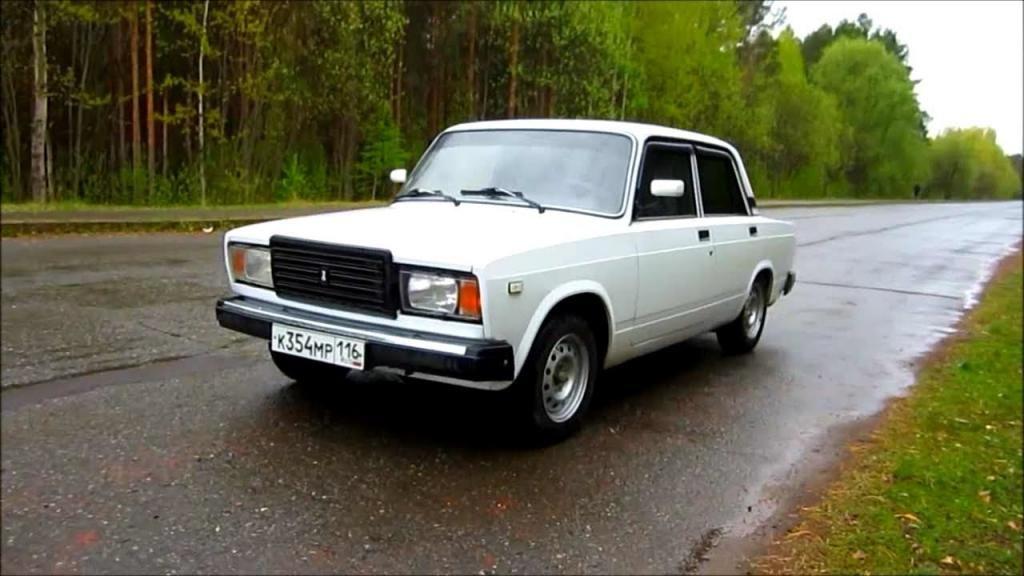 Gody Vypuska Vaz 2107 Istoriya Avtomobilya Lada 2107 Eta Model Byla Ochen Populyarnoj V Svoi Gody Ee Polyubili Milliony Sovetskih Grazh Vehicles Cars Country