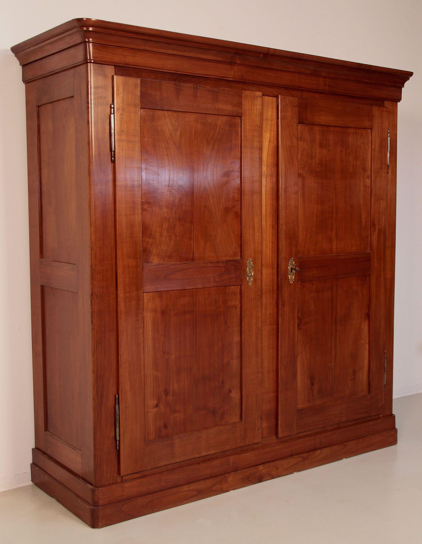 feiner biedermeierschrank aus kirschholz epoche biedermeier holzart kirsche masse breite 189 cm tiefe 67 cm hohe 192 cm kennung nr 0005