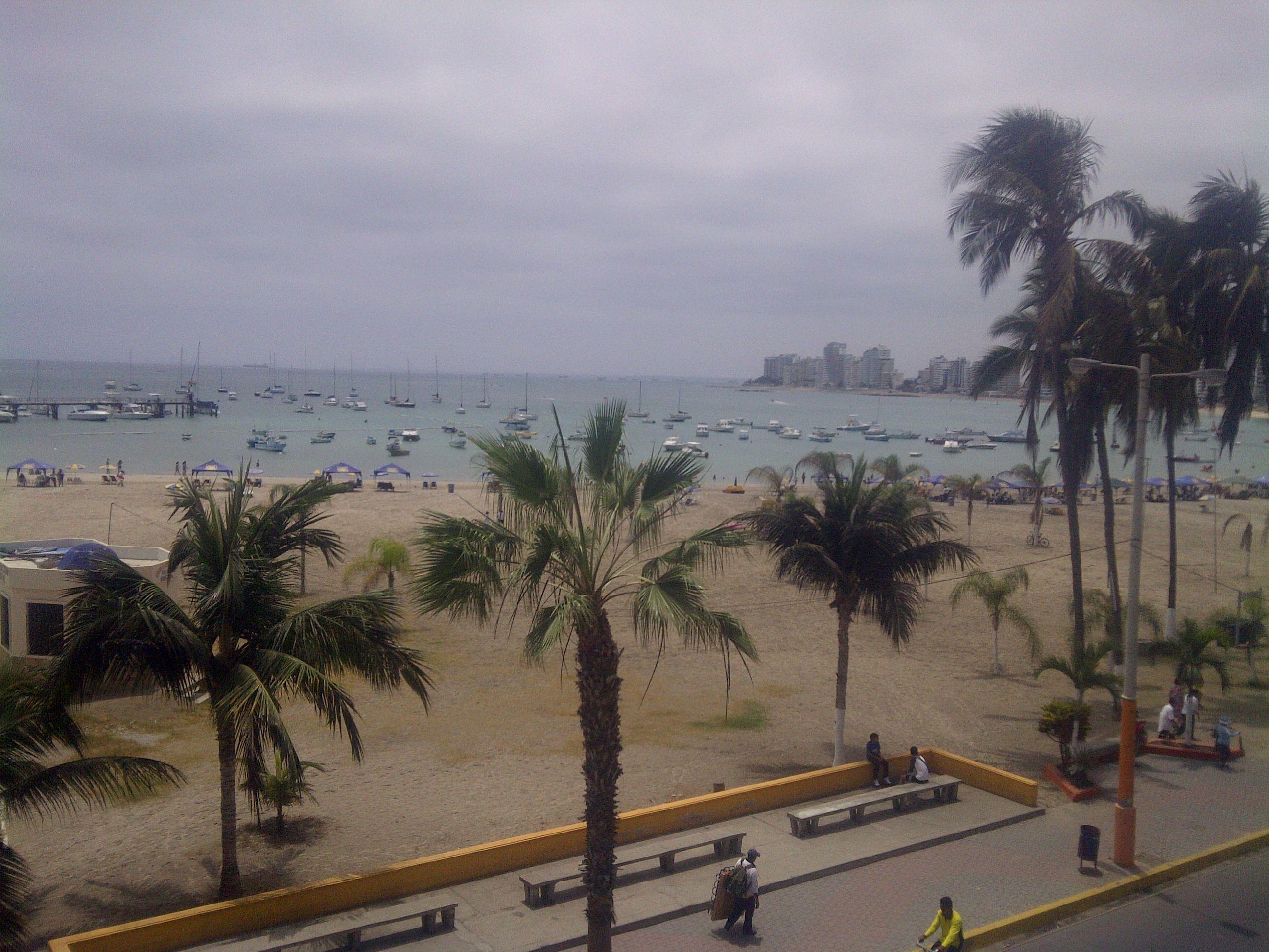 Playa y Malecoón de Salinas. Vista desde Hotel Francisco II