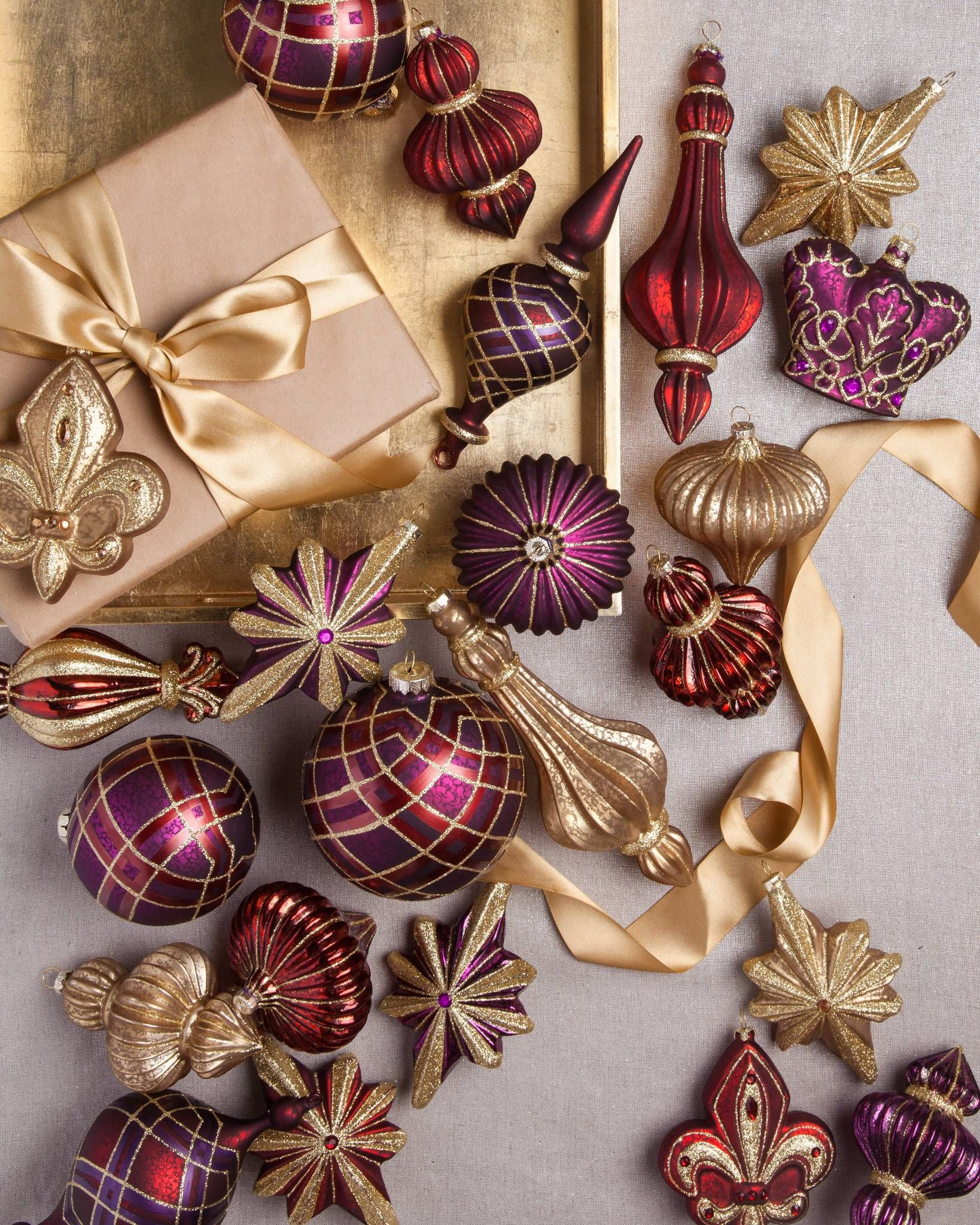 Elegant Baubles Feature A Variety Of Designs Such As Finials Crowns And Fleur De Lis Iconic Symbols Christmas Ornament Sets Ornament Set Christmas Ornaments