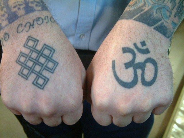 Inspirational Om Symbol Tattoo On Left Hand For Boys Hindu Tattoos Sanskrit Tattoo Hand Tattoos