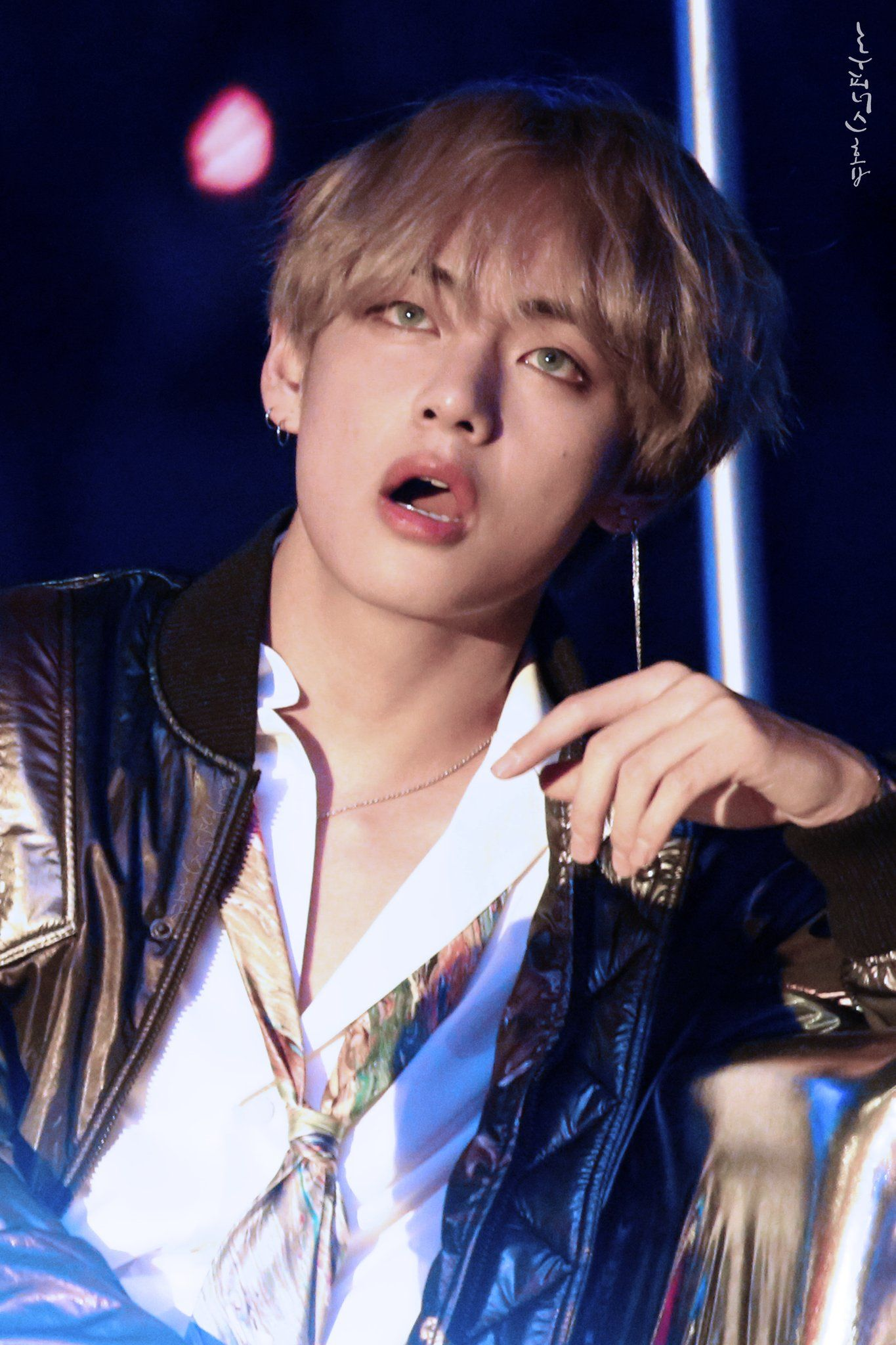 Another one of Kim Taehyung's gorgeous looks! Looking seductive as always! I'm speechless!! 💜🔥😍😜🤤🔥💜