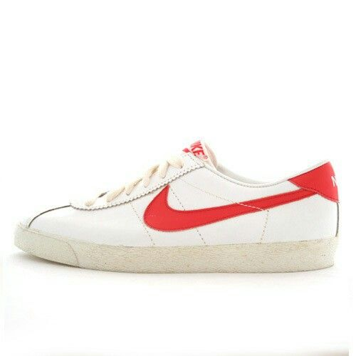 on sale 72dab c0a8f Nike Bruins  Sneakerhead Wannabe  Sneakers nike, Red sneaker