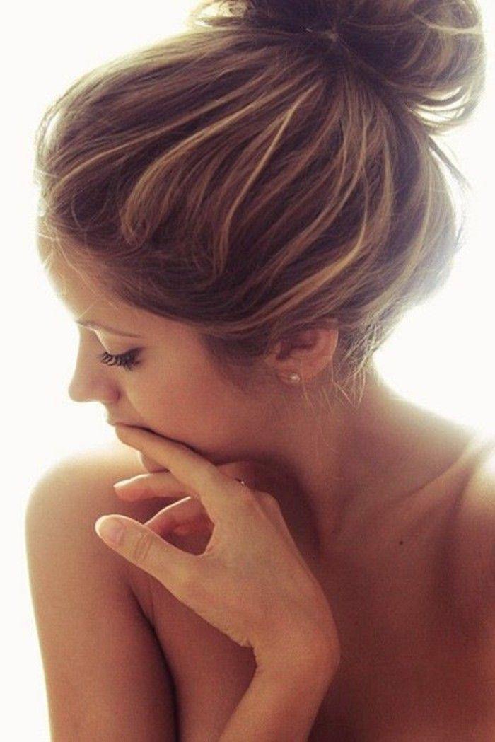 La couleur châtain clair pour des cheveux magnifiques