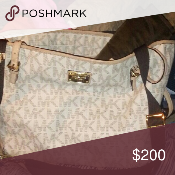 Mk diaper bag Like new comes with changing pad! Michael Kors Bags Baby Bags