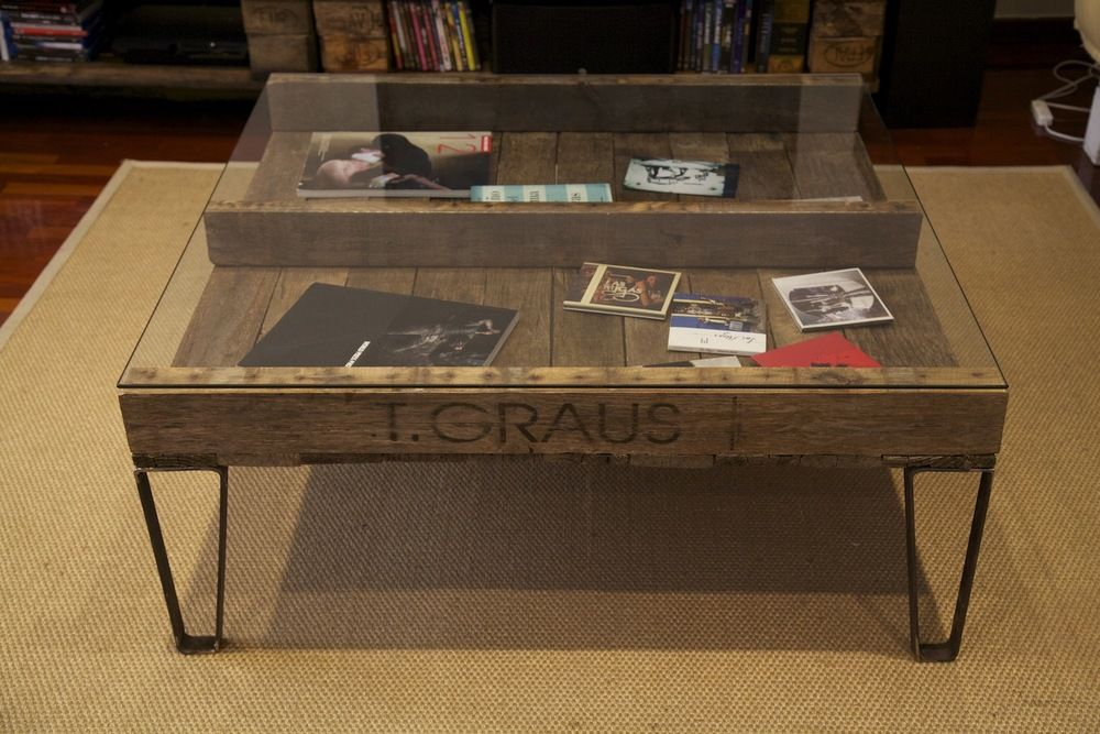 Auxiliar table made with recycled pallet / Mesa auxiliar hecha con ...