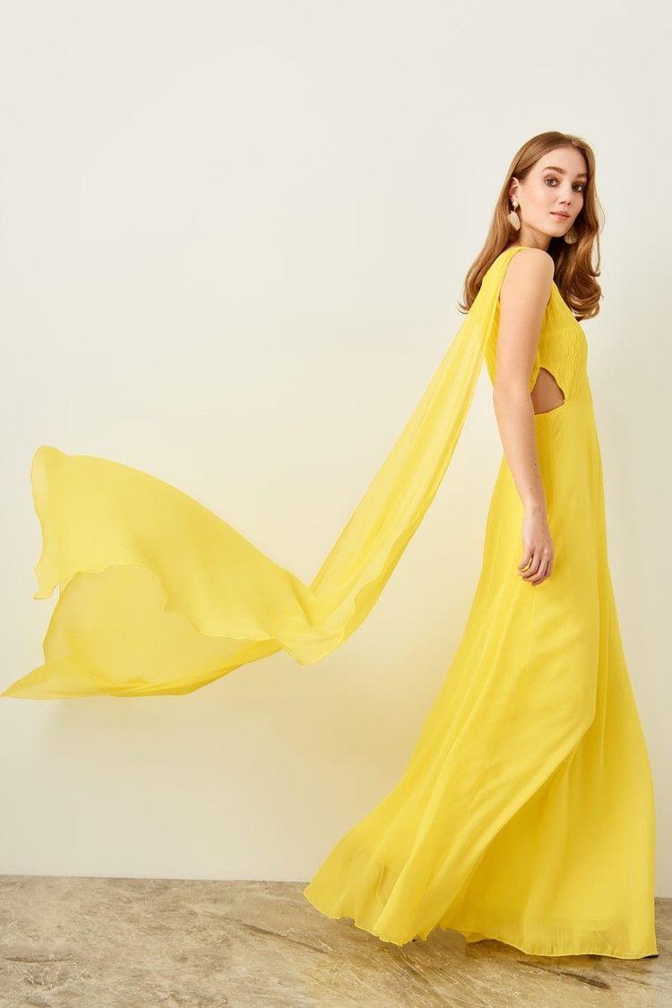 c9096cd9ff Vestido de fiesta largo Amarillo con escote asimétrico y abertura lateral  de Lauren Lynn London para