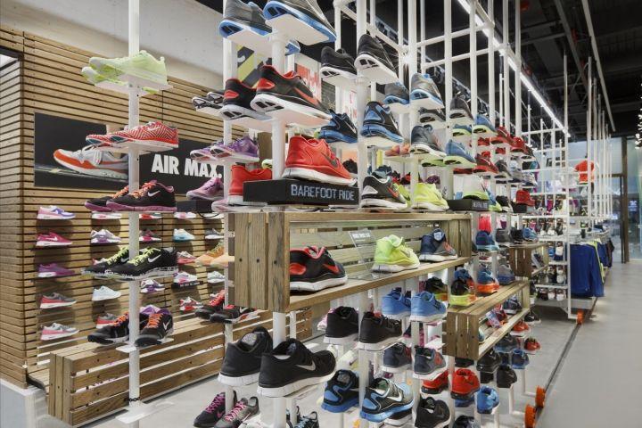 Crosstown Running Nike store by Bearandbunny, London – UK