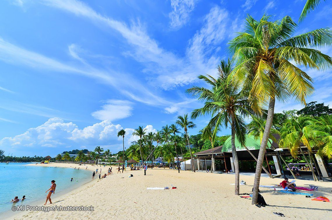 Siloso Beach Singapore Is A Clean Sandy Cove On Sentosa Island Very Popular With Famlies Kayaks For Rest Singapore Attractions Island Resort Tanjong Beach