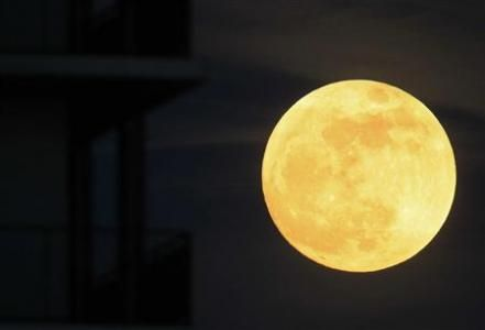 """A """"super Moon"""" will light up Saturday's night sky in a once-a-year cosmic show, overshadowing a meteor shower from remnants of Halley's Comet, the U.S. space agency NASA said  (photo taken  May 5, 2012 @ 8:47 EDT )"""