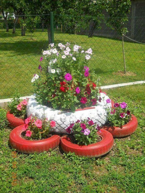 Adorno con goma jard n jardiner a jardines con for Ideas para decorar el jardin con llantas