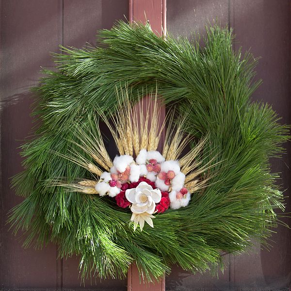 Another favorite Christmas Wreath from Colonial Williamsburg's 2015 Season - the Prentis Shop Wreath - it has a beautiful flower made of seashells!