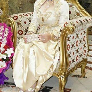 Randa Styliste On Instagram كاراكو جزائري تقاليد جزائرية عاصمي عصري تصديرة العروس الجزائرية عادات وتقاليد عروس Victorian Dress Wedding Dresses Fashion