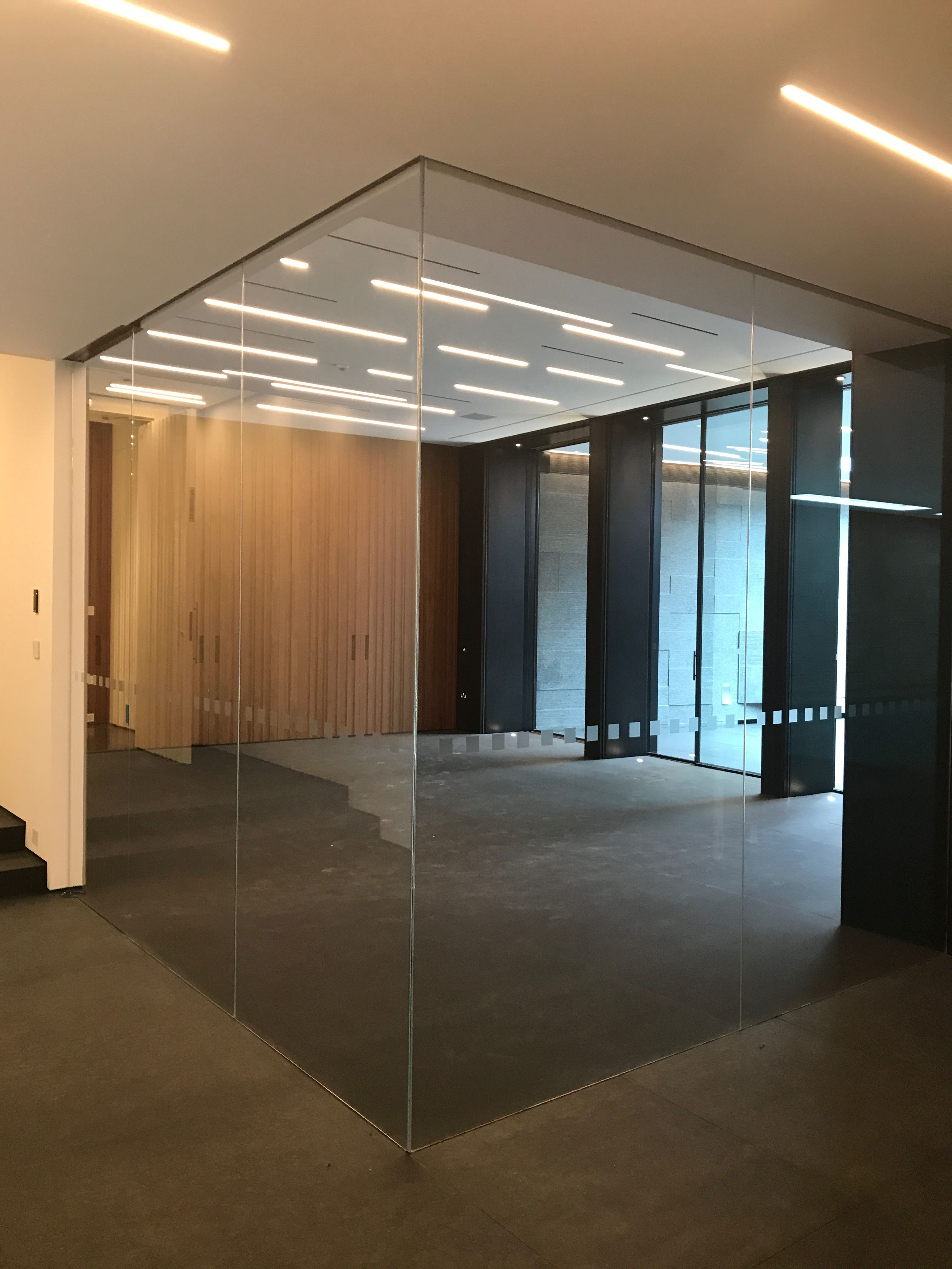 Frameless Glass Gym Area Partitioning Low Iron Slotted Into Track And