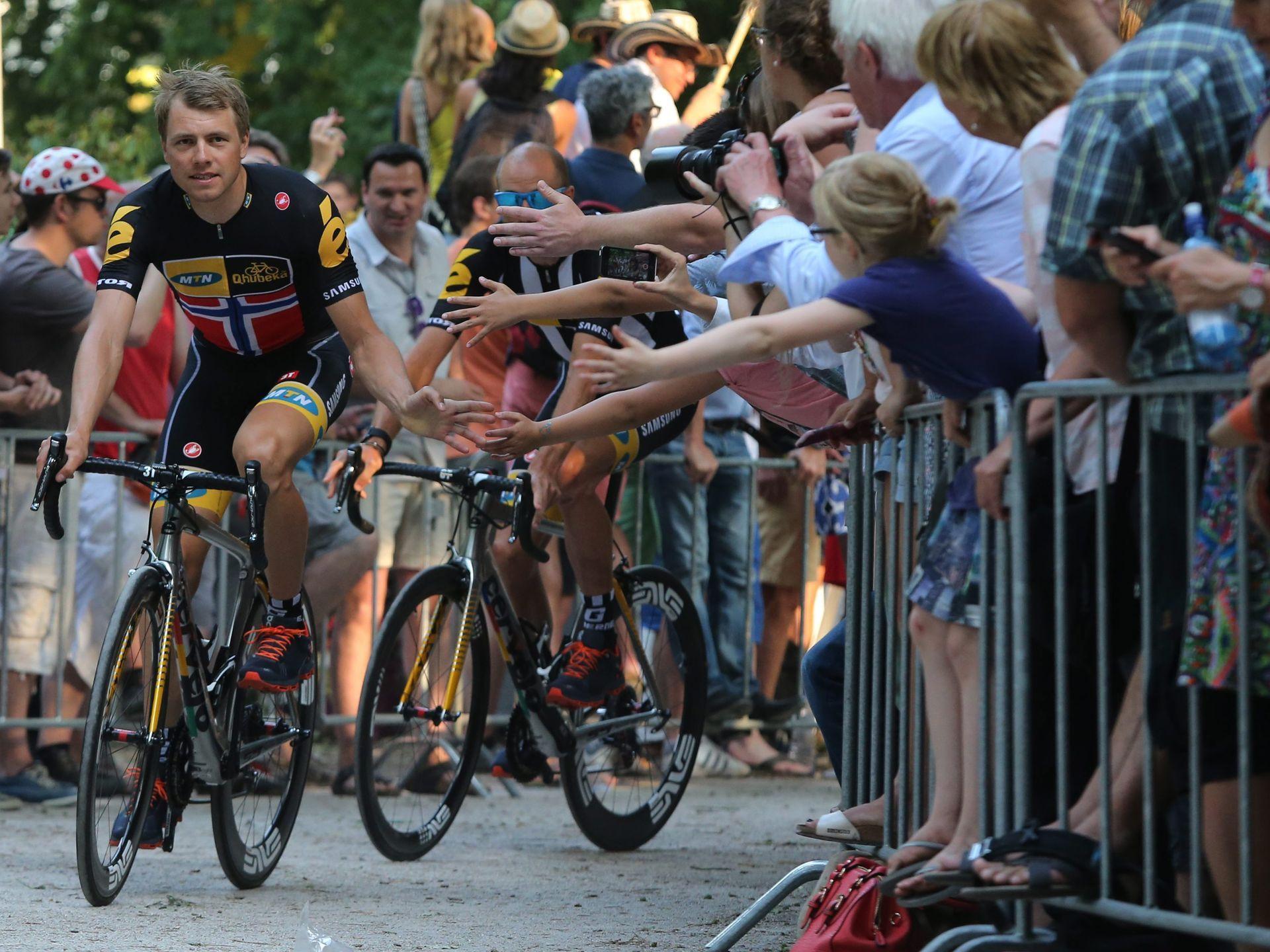 Edvald Boasson Hagen from Team MTN-Qhubeka greets fans