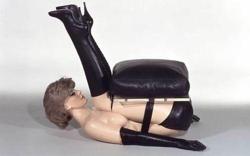 Allen Jones, Chair, 1969, Stahl, Fiberglas, u.a., 61 x 84 x 145 cm,   Sammlung Gunter Sachs, © Allen Jones, 2012