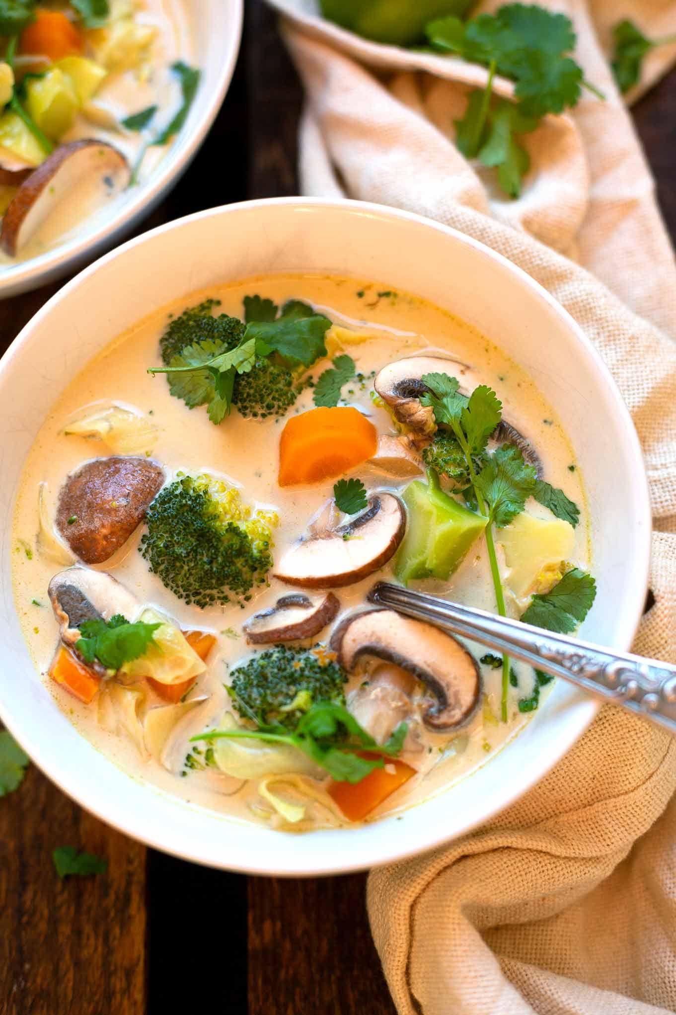 Thai Kokos Suppe Mit Gemuse Nur 30 Minuten Kochkarussell Rezept In 2021 Rezepte Suppen Rezept Vegetarisch Leckere Gesunde Rezepte