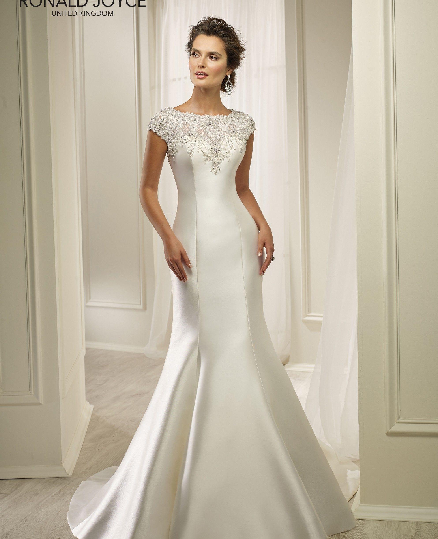Back detail wedding dress  Pin by Cud Less on Wedding ideas  Pinterest  Honey Wedding dress