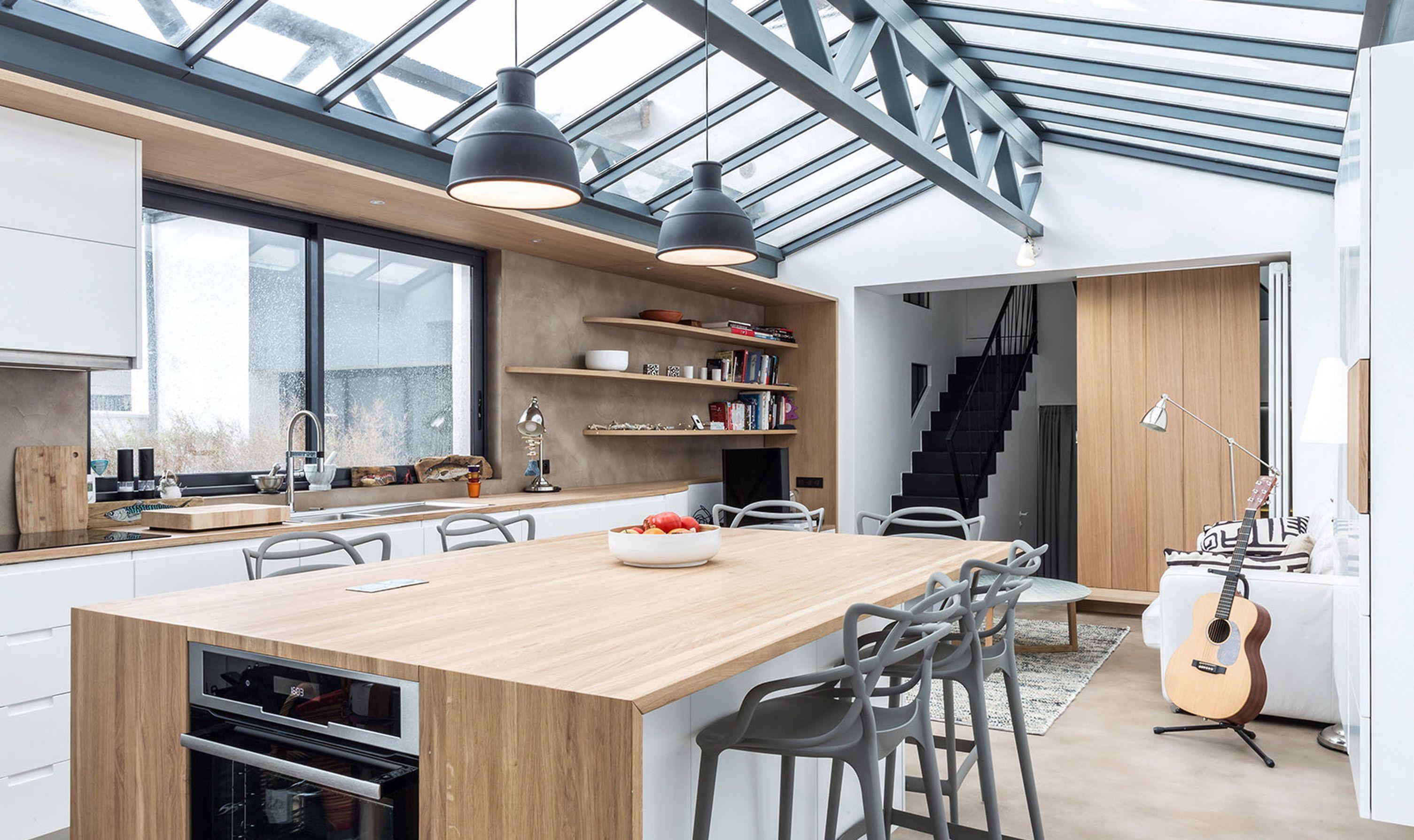 Un Loft Restructure A Paris Dans Une Ancienne Imprimerie Cuisines Design Coin Repas Et Salle A Manger Classique