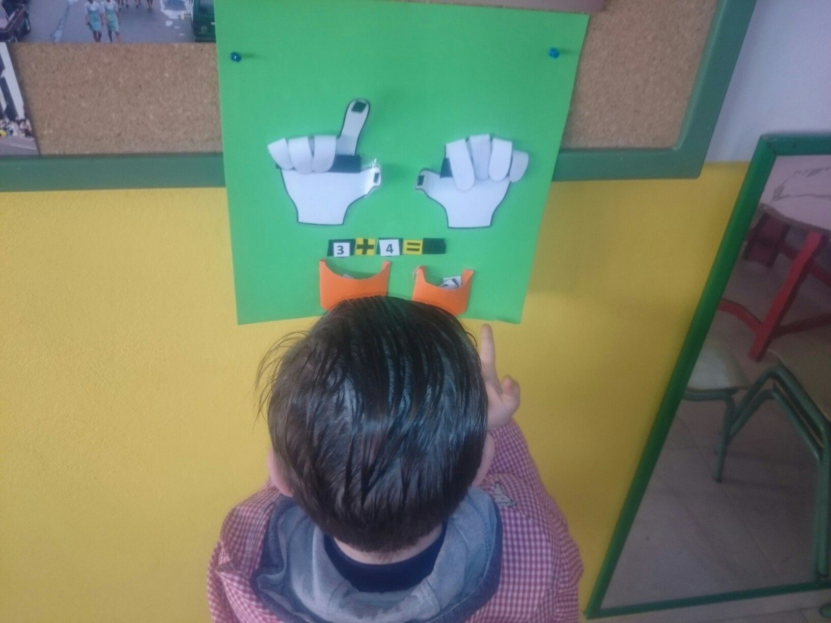 Y aunque en esta foto veamos un niño aprendiendo a sumar, no es lo que ésta quiere mostrar. Con este pin quiero reflejar la importancia del aprender a hacer haciendo, ya que es la única forma de que se aprenda bien.
