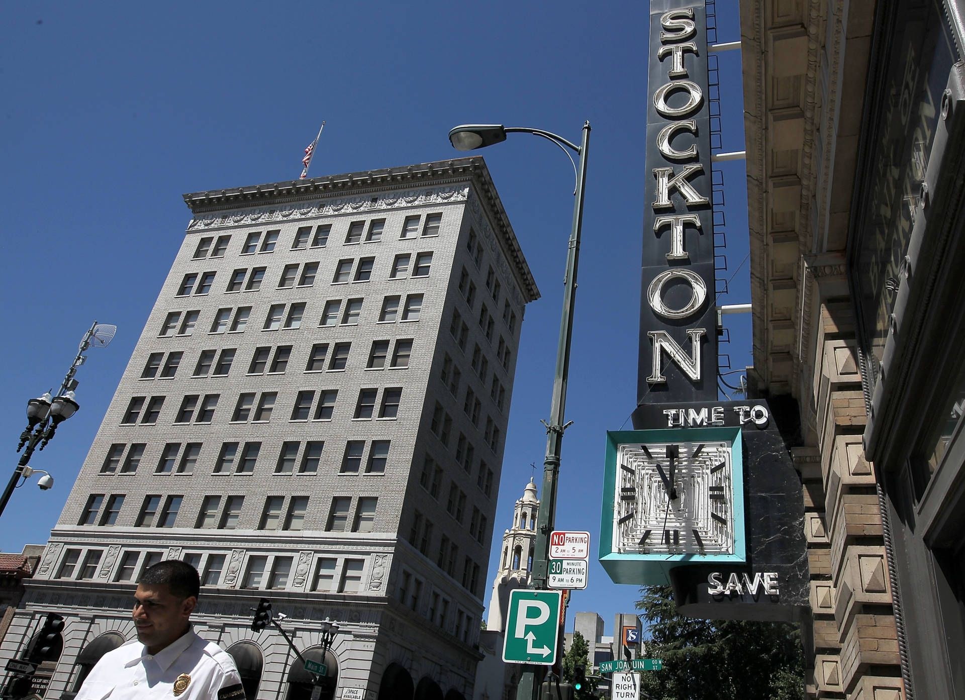 Stockton Gets Ready To Experiment With Universal Basic Income Spending Money Income Experiments
