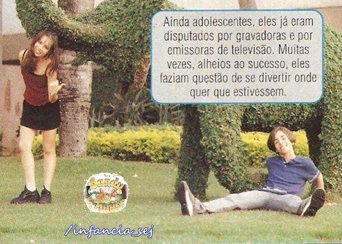 Sandy+&+Junior+:+Ju+esparramado+na+grama+e+Sandy+ao+lado,+apontando+pra+ele,+rs...+=)  Já+adolescentes,+mas+ainda+com+carinhas+e+jeitinhos+de+crianças+=)  Lindos+lindos+demais+esses+dois!!!!+♥♥  Amo+Muitooooooooo!!!!!!!!!!!!!!!!!!!!!!!!!!!!!!!!!+♥♥  Beijos.  [b]#PriSilva  -+Quem+quiser+fazer+pedidos+de+postagens,+fiquem+a+vontade+;)  -+Twitter:+http://www.twitter.com/Blog_SLeJL+(@Blog_SLeJL)  -+Página+do+Facebook:+http://www.facebook.com/F...