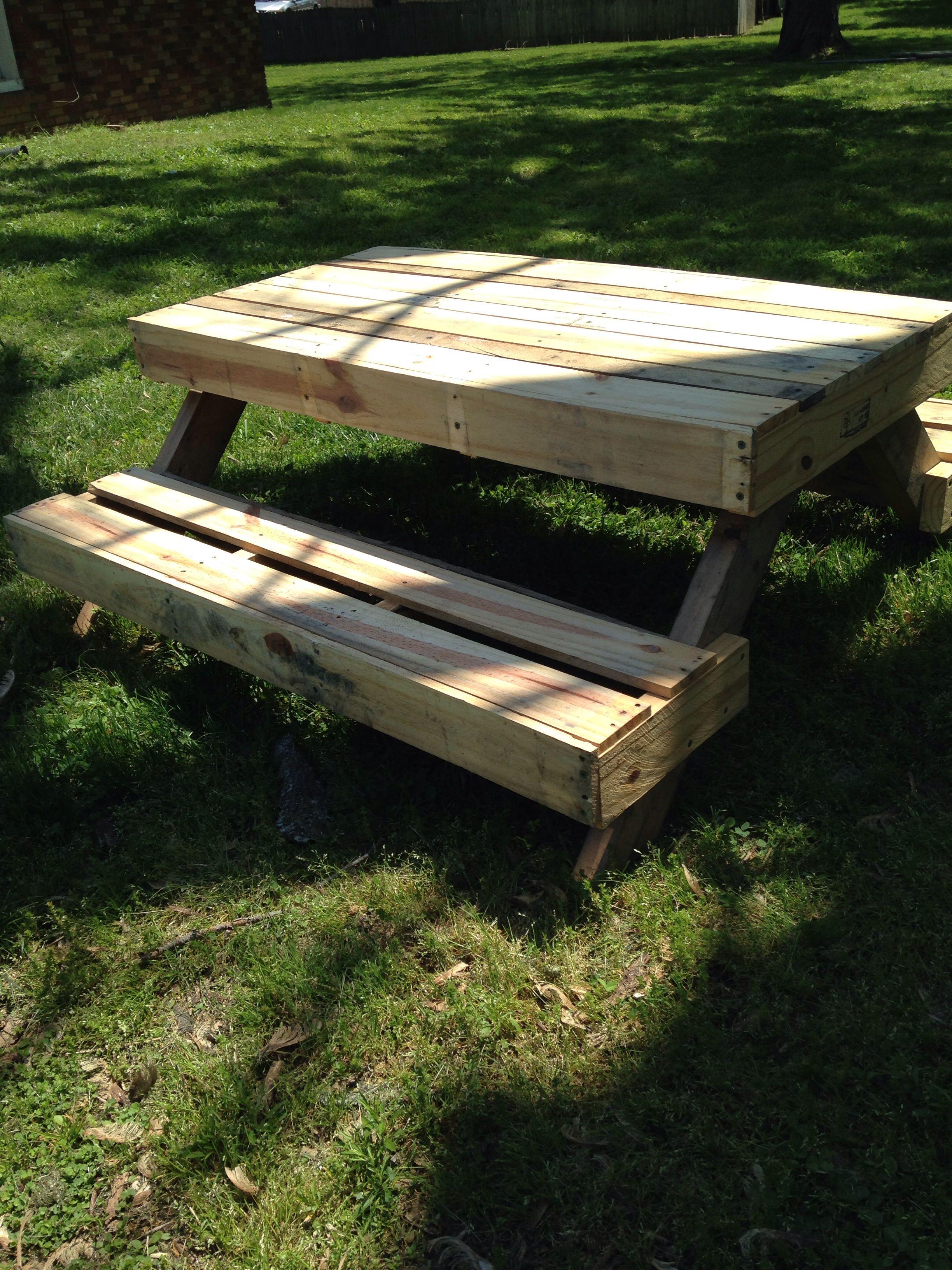 Children's pallet picnic table   Pallet picnic tables ...