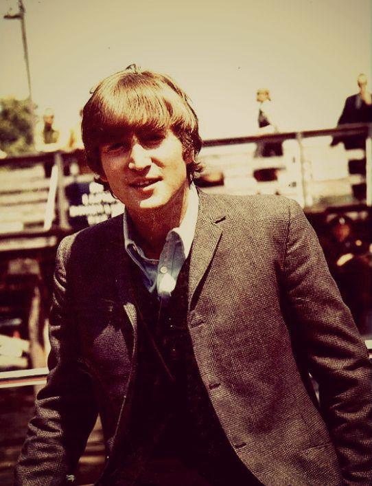 Hipster Lennon
