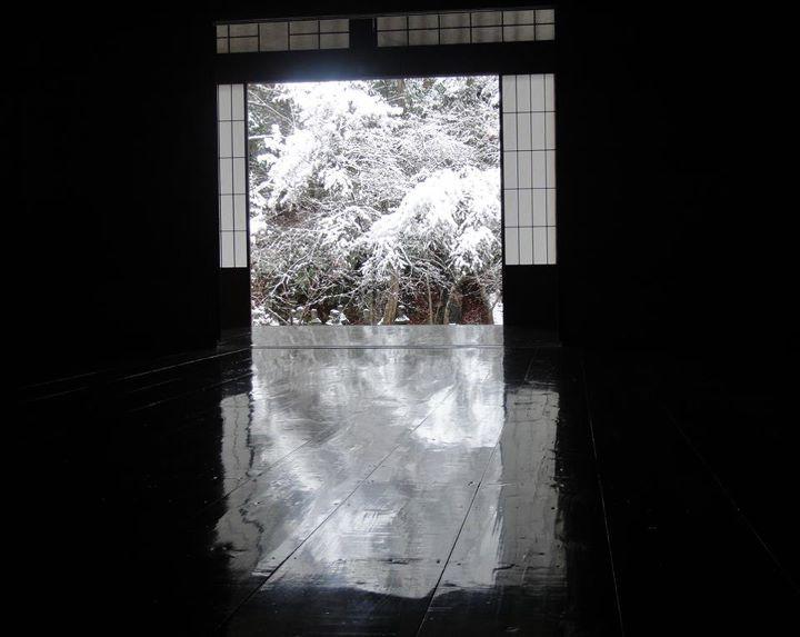 秋は「床もみじ」、夏は「床みどり」、  そして冬は「雪化床」(ゆきげしょう)  作成: 実相院門跡