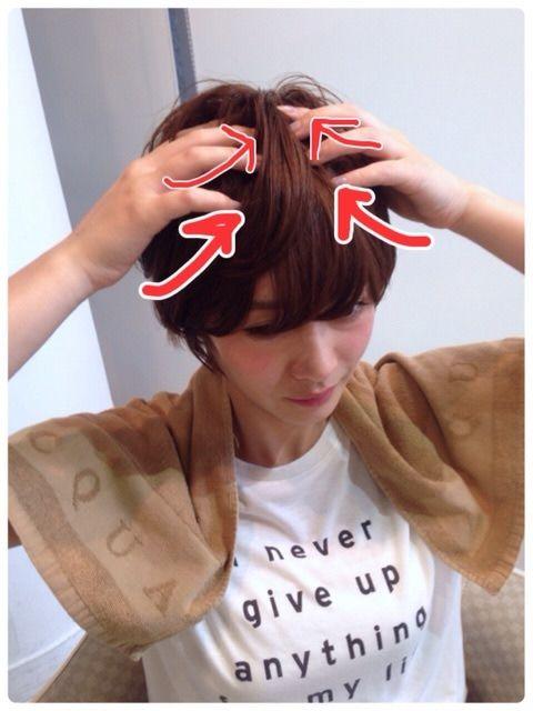 実演 ショートヘアの コテ の巻き方 使い方 アクア表参道 紺野善仙 こんのよしのり のblog こざっぱりショートヘア ショートヘア ショートヘア スタイリング コテ 前髪
