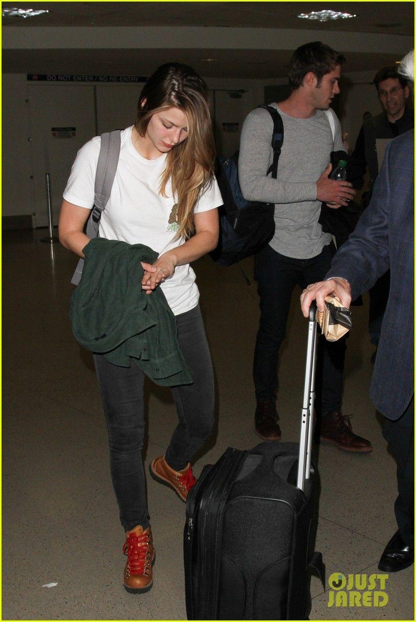 Blake Jenner Melissa Beniost Return To La After Everybody Wants Some Promo In Nyc Em 2020 Melissa Benoist Herois