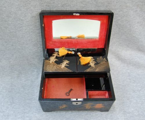 Black Lacquer MM Japan Japanese Jewelry Box Music Box not work
