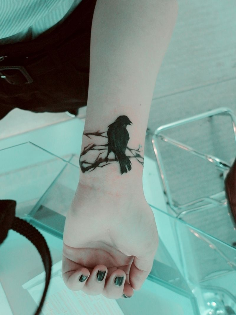 Crow on branches...maybe for Carlos\' sleeve | Future | Pinterest ...