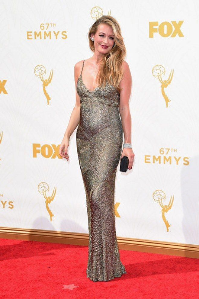 Cat Deeley vestindo Monique Lhuillier, Emmy Awards 2015