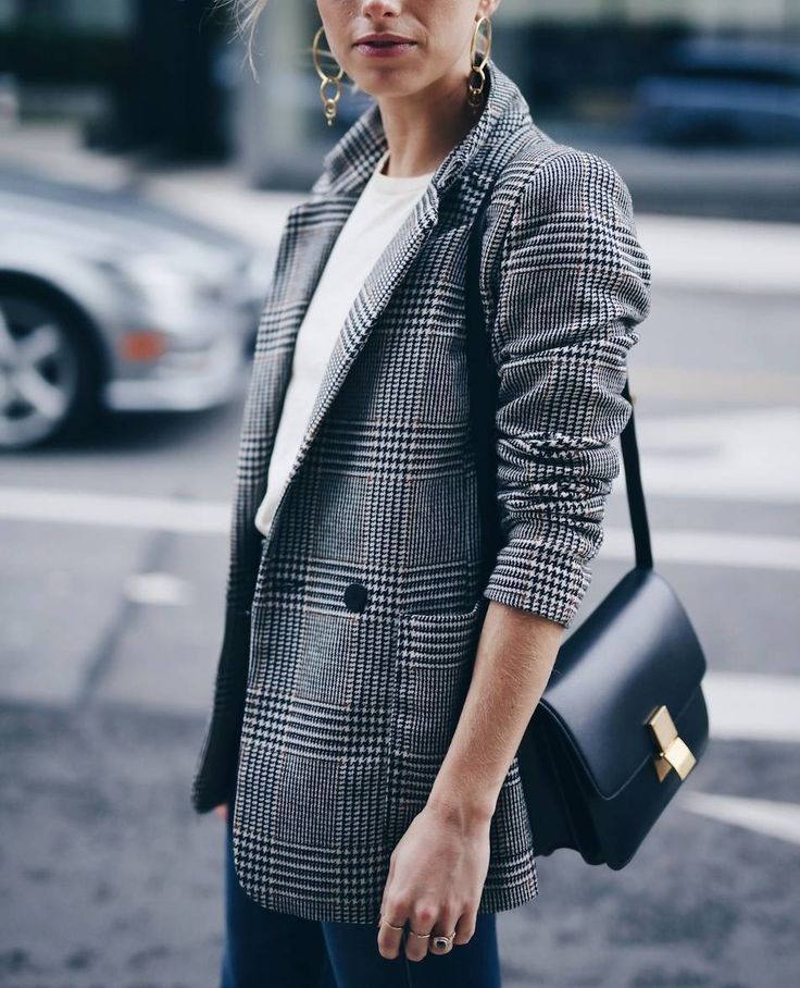 chic easy dinner outfit in plaid boyfriend blazer and Celine box bag