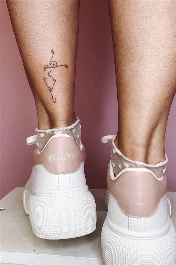 How to be a cool woman? Try these tiny foot tattoo patterns - Fashion Girl'S Blog